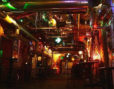 szimpla-kert-ruinpub-budapest-bar-pub-ruined-industrial-3