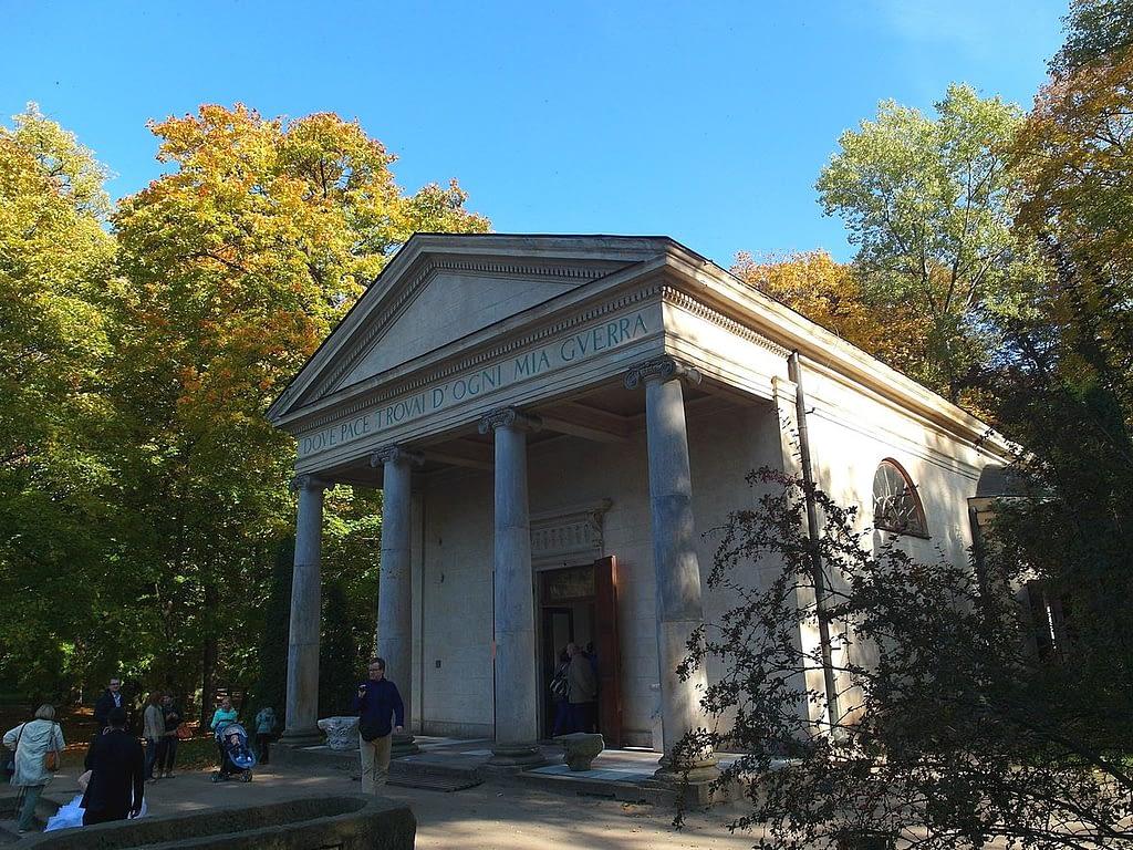 Temple_of_Diana,_Arkadia,_Poland